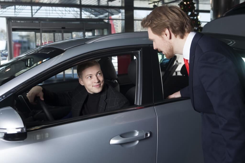 下取りはディーラーに『車を引き取ってもらう』こと