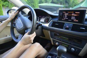 女性の苦手な運転あるあると克服するオススメの解決方法