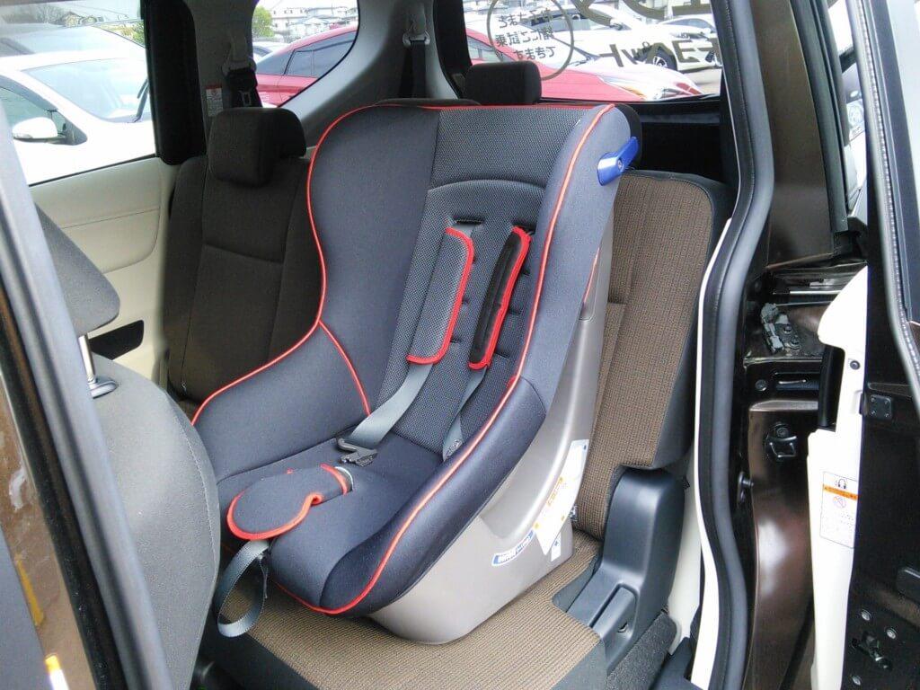チャイルドシートは後部座席に横並びで設置しかない