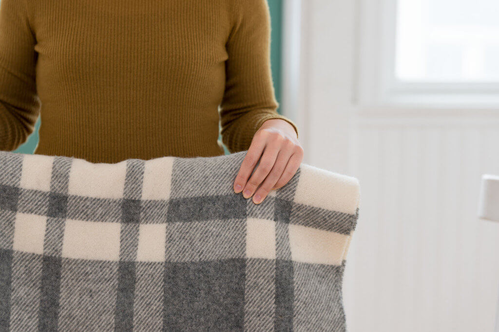 【女性にオススメ】エアコンの効きすぎは「羽織もの」で調整する